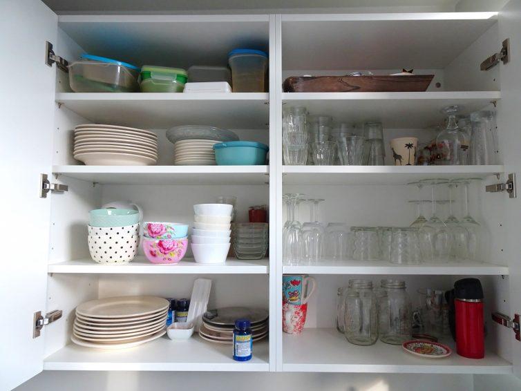 De keukenkast voordat we aan de challenge begonnen
