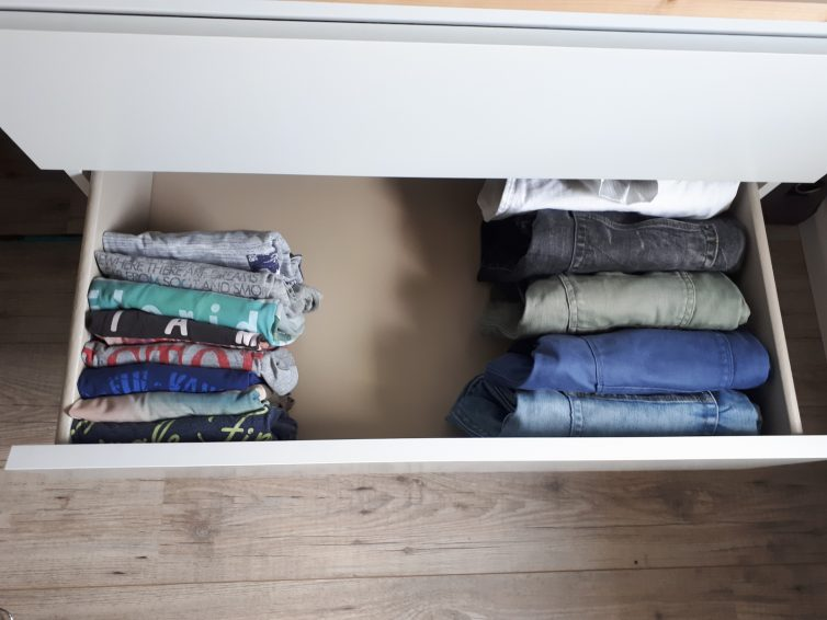 Opvouwtechniek van Marie Kondo voor minder kleding